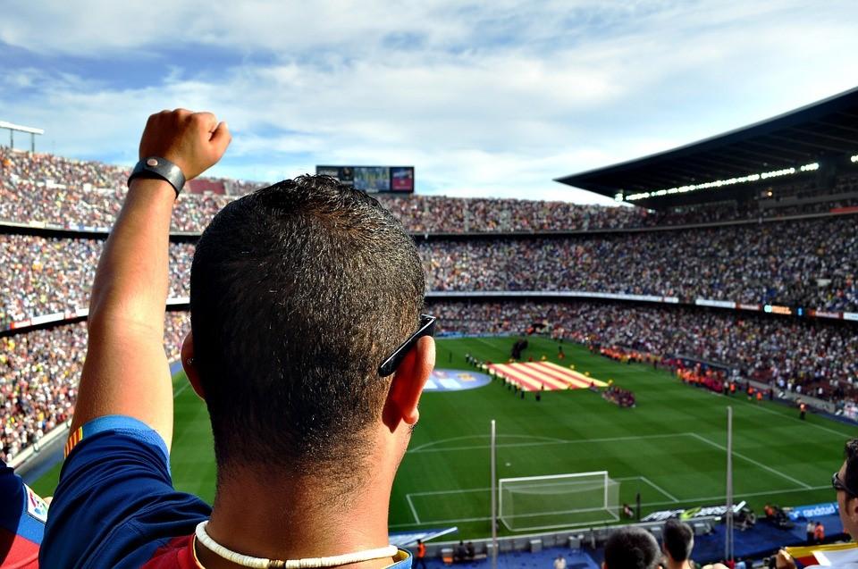 หลายล้านคนที่ชอบดูบอล
